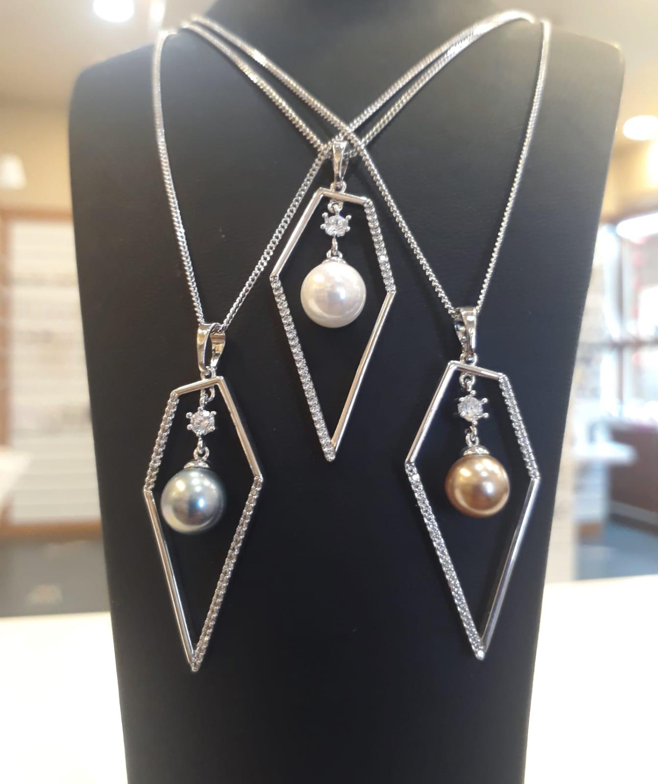 pearl accessories model